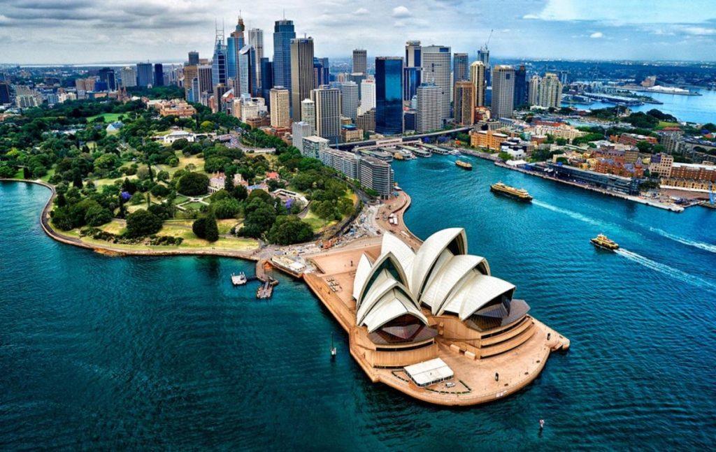 Иммиграция в Австралию – как получить вид на жительство и уехать на ПМЖ в страну в 2020 году